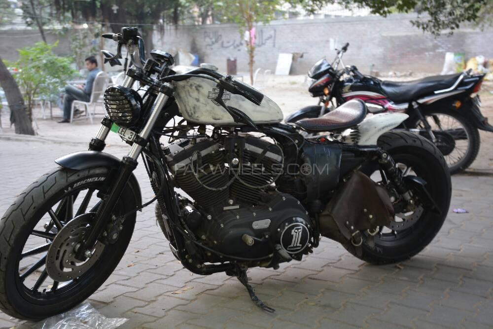 Harley Davidson 883 Custom 2011 Image-1