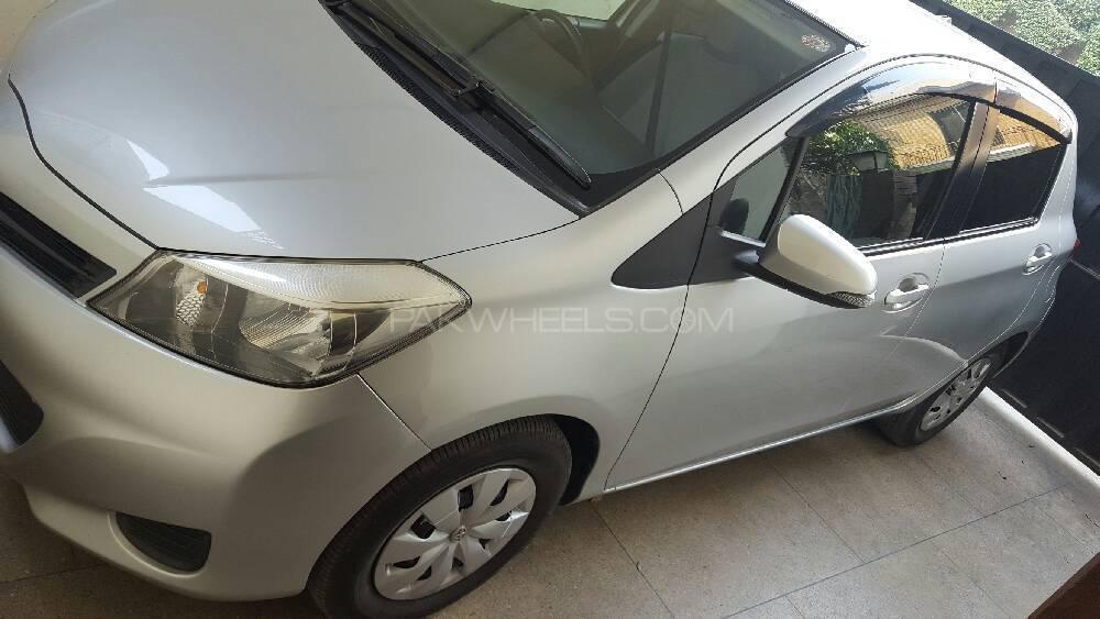 Toyota Vitz F Limited 1.0 2011 Image-1