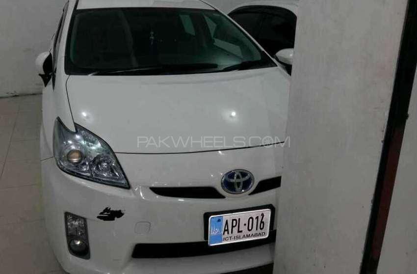 Toyota Prius S 1.8 2011 Image-1