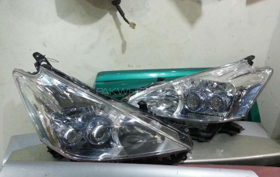 Toyota prius alpha head light hid Image-1