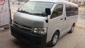 Slide_toyota-hiace-commuter-std-roof-15-seater-2012-14013709