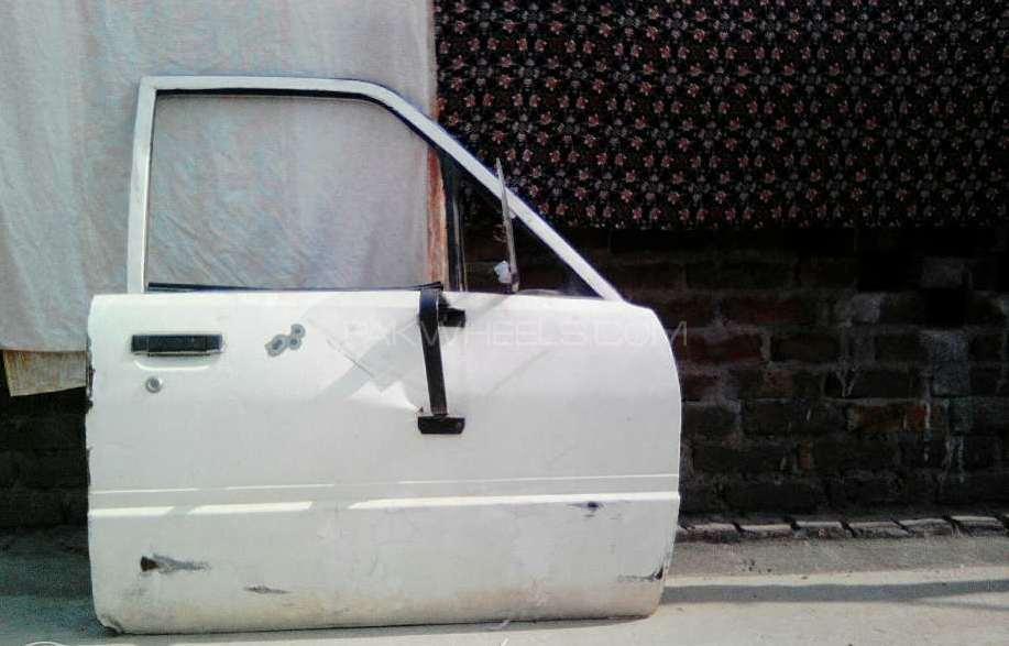 Front right side door of mazda van Image-1