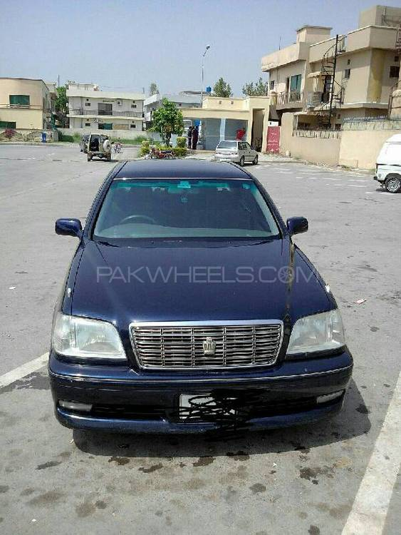 Toyota Crown Royal Saloon 2001 Image-1