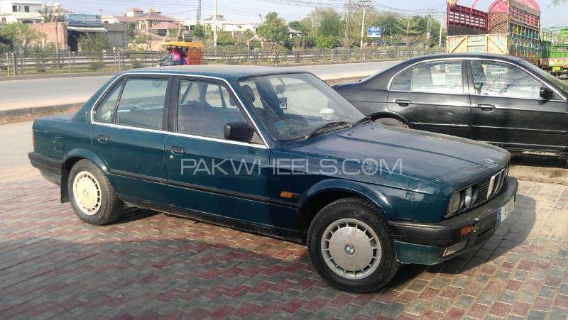BMW 3 Series 1990 Image-1