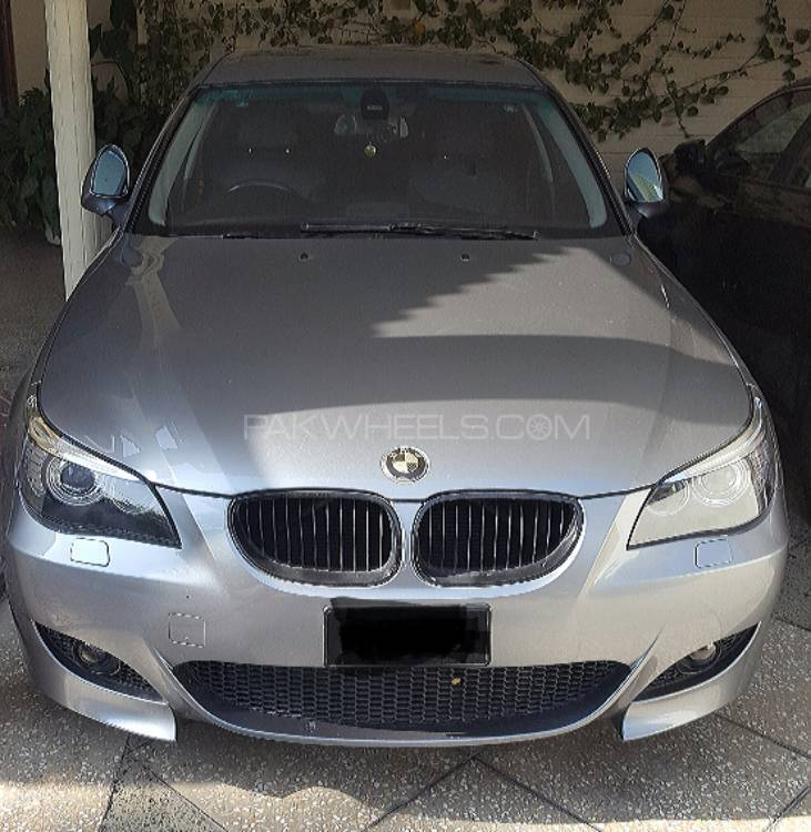 BMW 5 Series 2004 Image-1