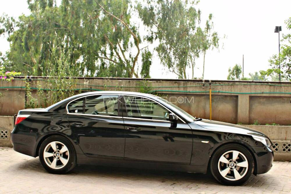 BMW 5 Series 530i 2004 Image-1