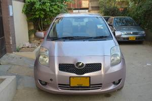 Toyota Vitz F 1.0 2005 for Sale in Karachi