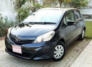 Toyota Vitz F 1.0 2013 for Sale in Islamabad