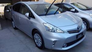 Toyota Prius Alpha S 2013 for Sale in Karachi