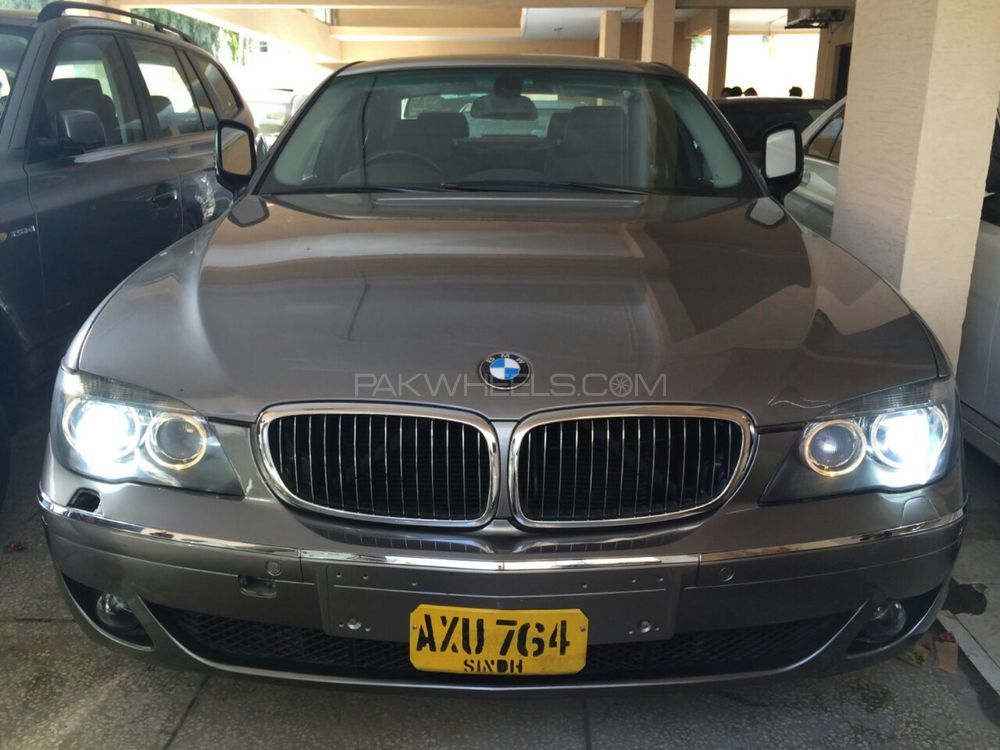 BMW 7 Series 2006 Image-1