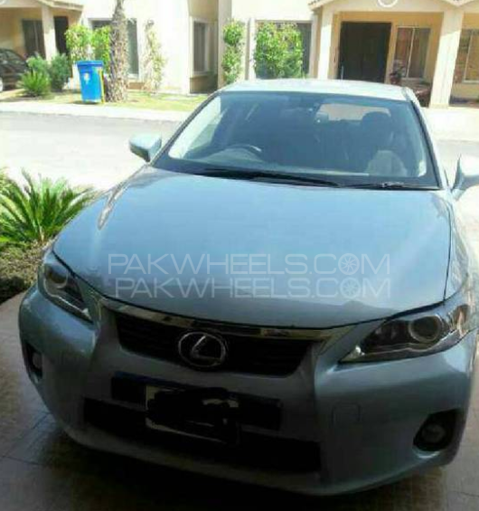 Lexus CT200h Base Model 2011 Image-1