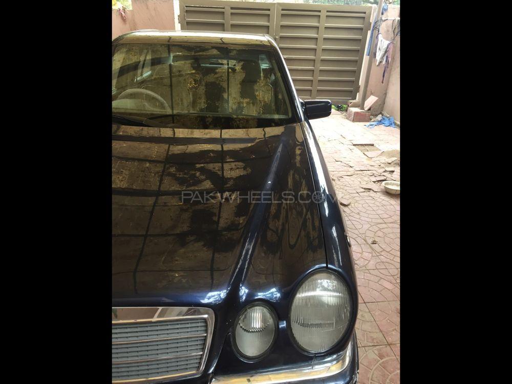 Mercedes Benz E Series 1998 Image-1