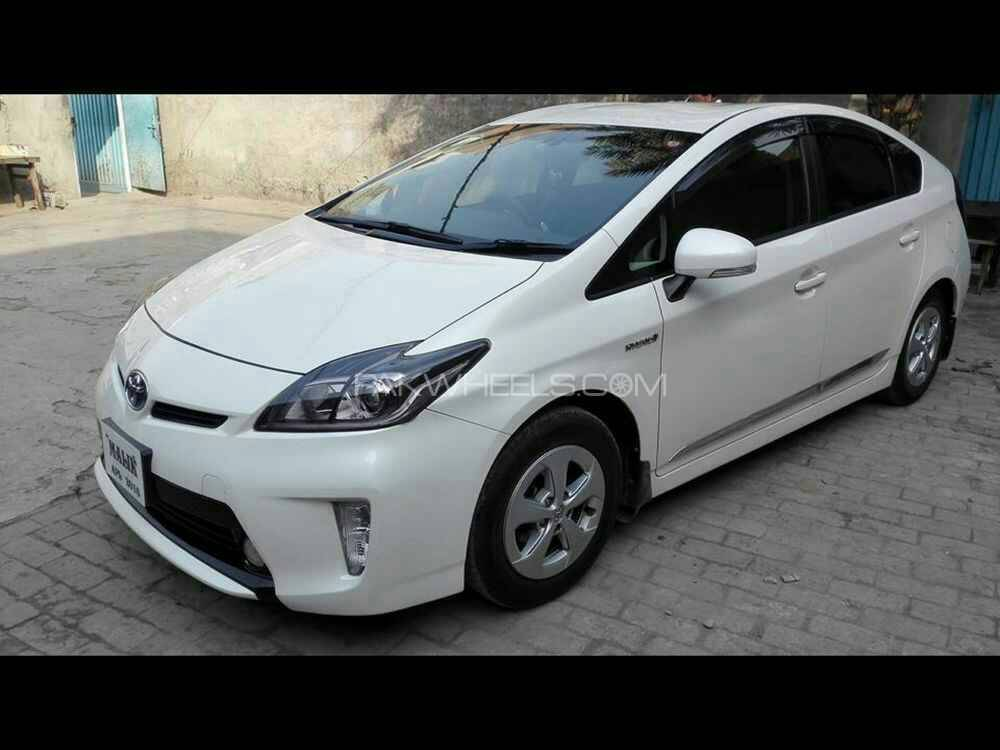 Toyota Prius S LED Edition 1.8 2014 Image-1