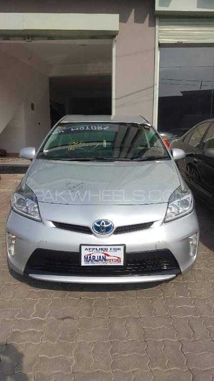 Toyota Prius Alpha S Touring 2013 Image-1