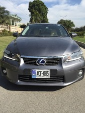 Slide_lexus-ct200h-version-l-2013-15151403