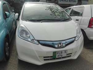Slide_honda-fit-hybrid-base-grade-1-5-2014-15611578