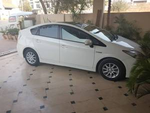 Slide_toyota-prius-s-touring-selection-gs-1-8-2011-15758794