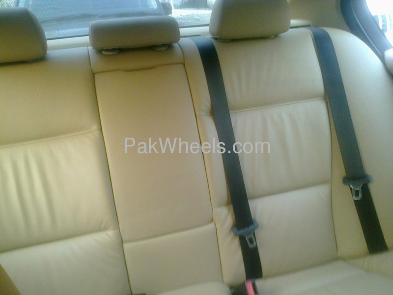 BMW 3 Series 320i 2006 Image-4