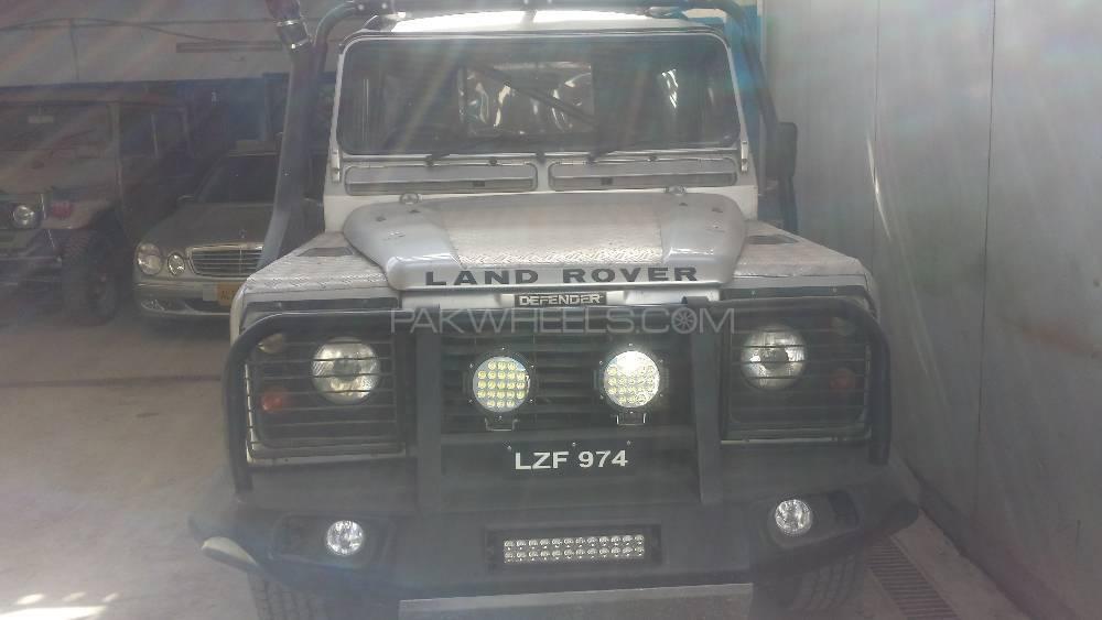 Land Rover Defender 110 SW 2007 Image-1