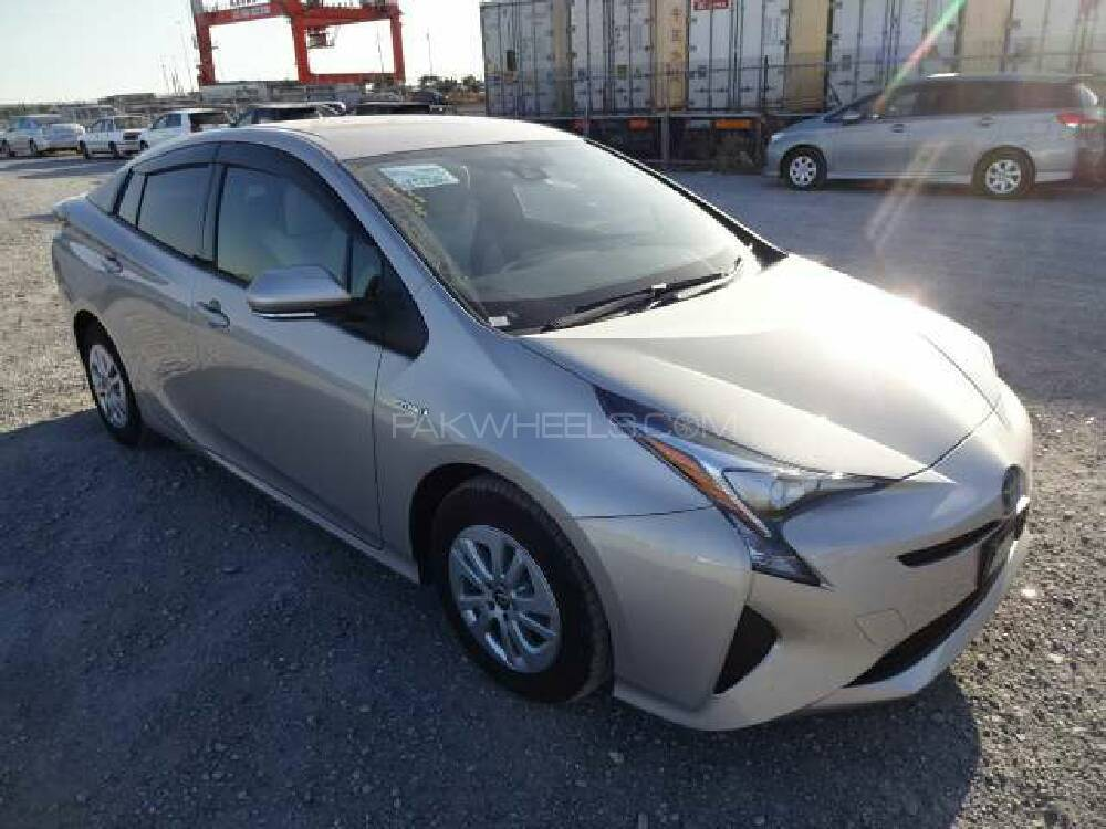 toyota prius s my coorde 1 8 2015 for sale in lahore pakwheels. Black Bedroom Furniture Sets. Home Design Ideas