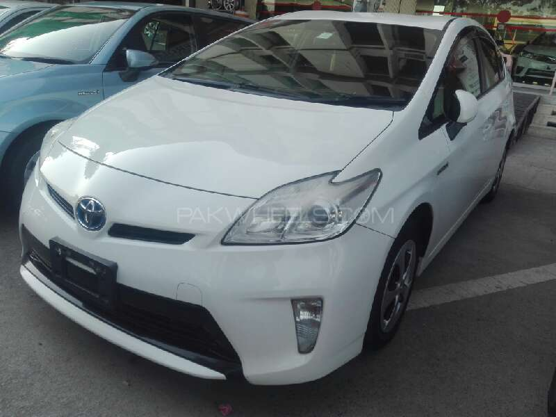 toyota prius 2012 for sale in islamabad pakwheels. Black Bedroom Furniture Sets. Home Design Ideas