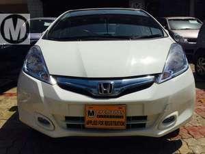 Slide_honda-fit-hybrid-smart-selection-2012-16036675