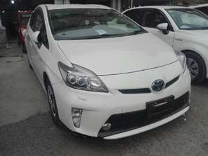 Slide_toyota-prius-1-8g-touring-selection-2013-16059342