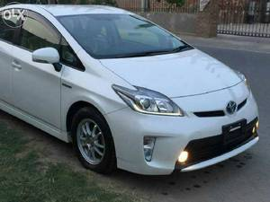 Slide_toyota-prius-g-touring-selection-leather-package-1-8-2013-16100285