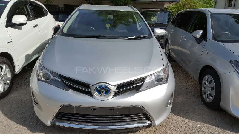 toyota auris 1 8 rs 2014 for sale in islamabad pakwheels. Black Bedroom Furniture Sets. Home Design Ideas