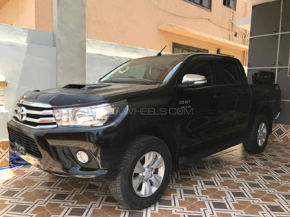 toyota hilux revo g automatic 3 0 2017 for sale in karachi. Black Bedroom Furniture Sets. Home Design Ideas