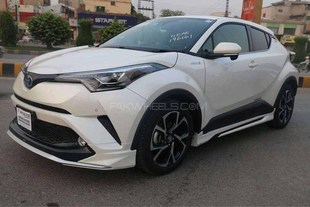 Sell Car Online Free >> Toyota C-HR G 1.8 2017 for sale in Lahore | PakWheels