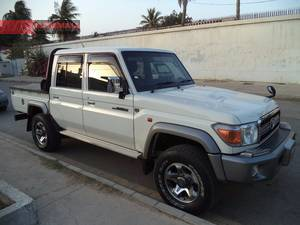 Slide_toyota-hilux-4x4-double-cab-standard-2014-16694438