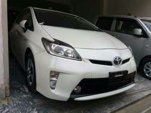 Slide_toyota-prius-g-touring-selection-leather-package-1-8-2014-16891246