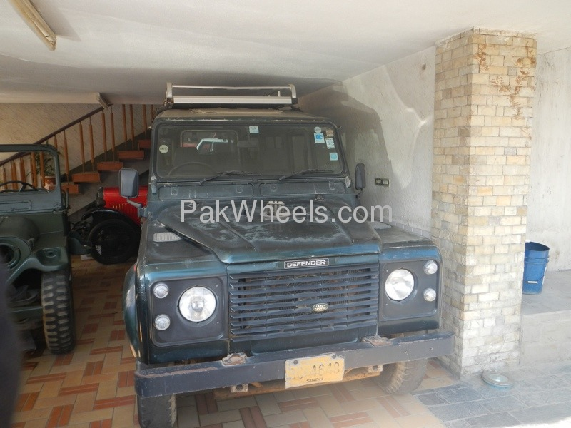 Land Rover Defender 1996 Image-1