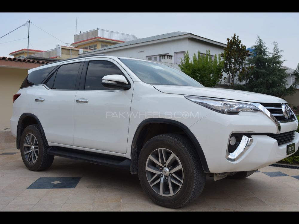 Toyota Fortuner 2017 Image-1