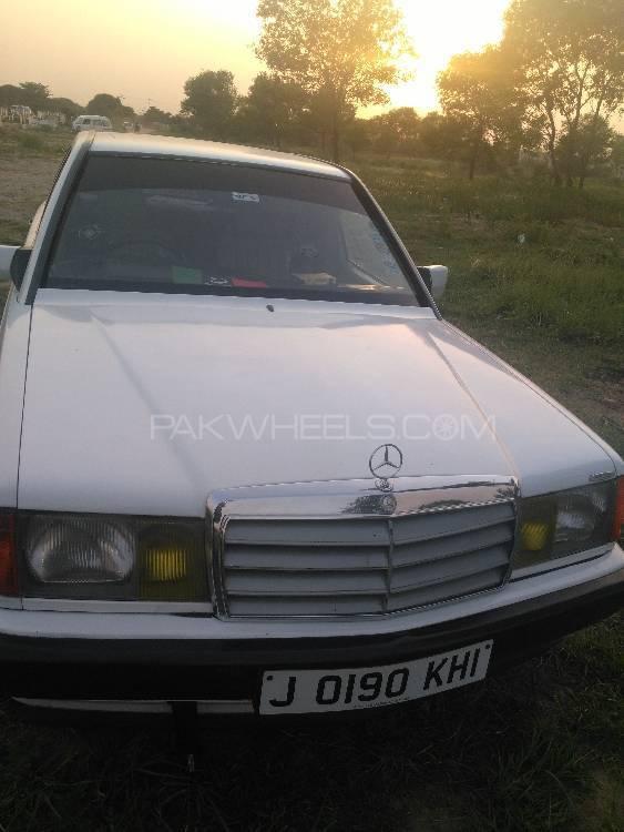 Mercedes Benz E Class E190 1985 Image-1