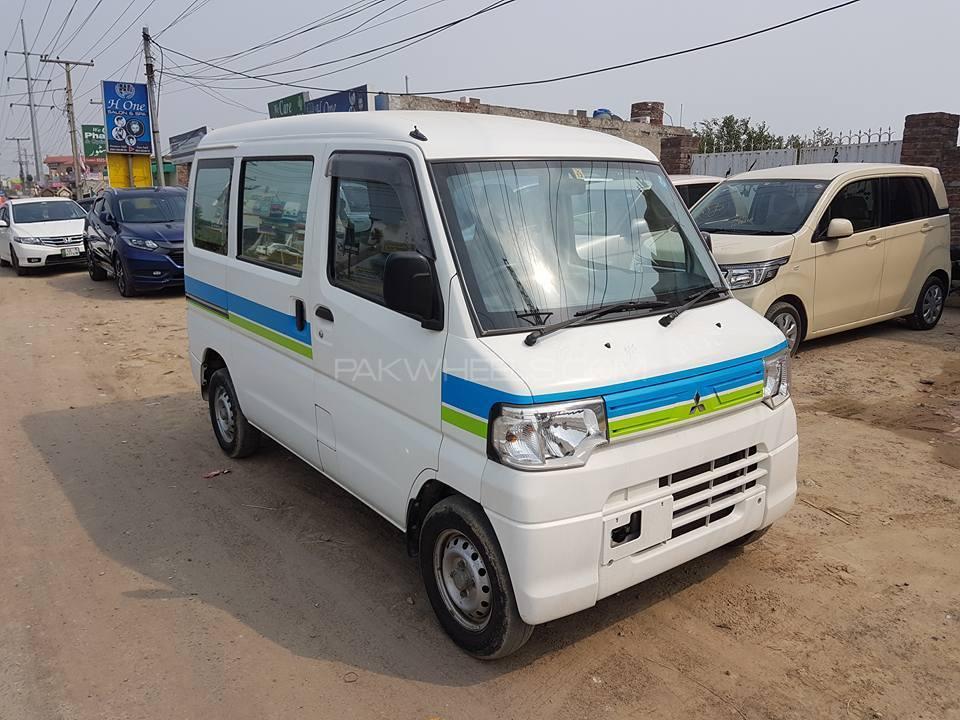 Mitsubishi Minicab Bravo 2012 Image-1