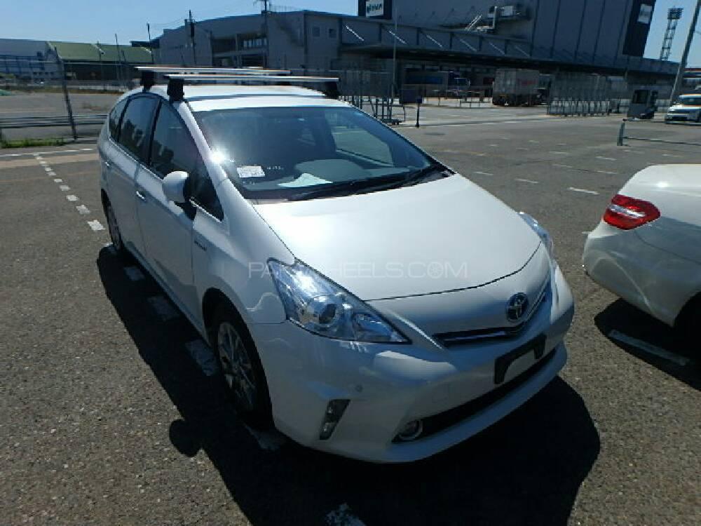 Toyota Prius Alpha S 2014 Image-1