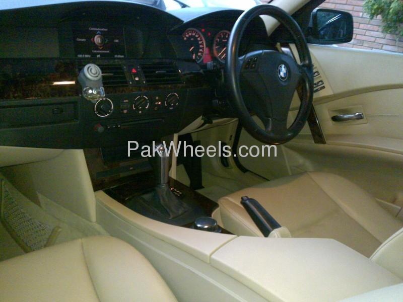 BMW 5 Series 525i 2008 Image-9