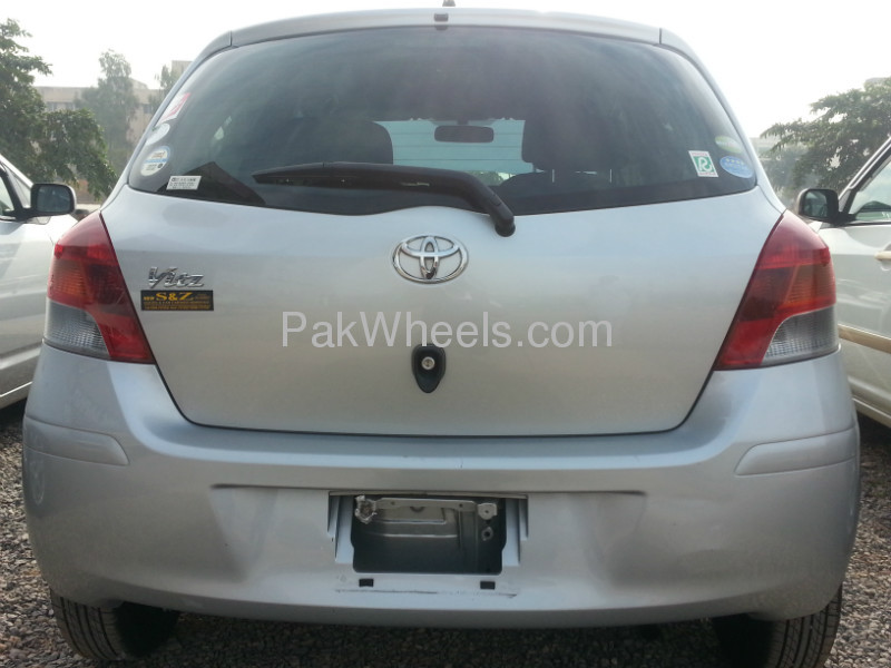 Toyota Vitz 2009 Image-3