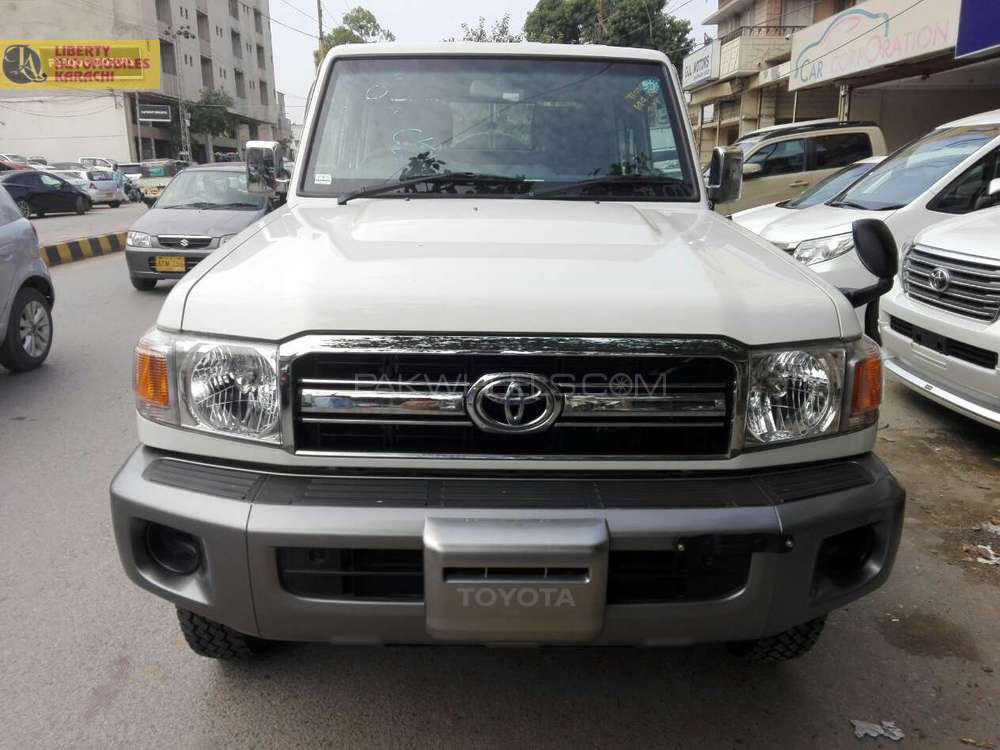 toyota land cruiser 2014 for sale in karachi pakwheels. Black Bedroom Furniture Sets. Home Design Ideas