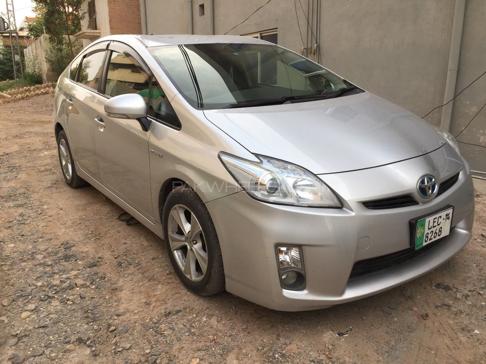 toyota prius 2010 for sale in peshawar pakwheels. Black Bedroom Furniture Sets. Home Design Ideas