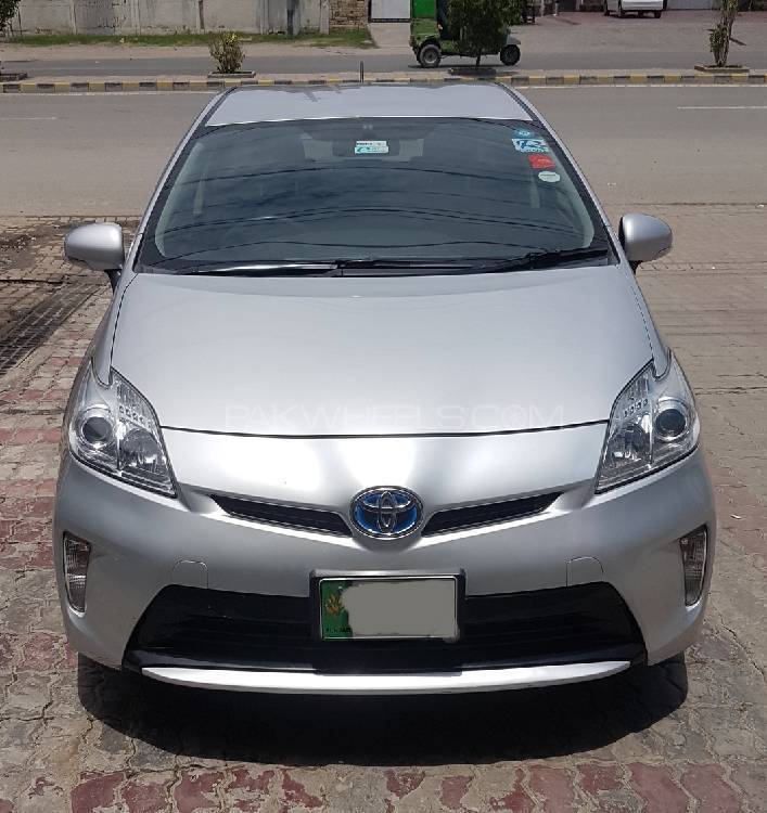 toyota prius l 1 8 2012 for sale in lahore pakwheels. Black Bedroom Furniture Sets. Home Design Ideas