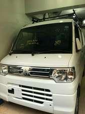 Slide_mitsubishi-minicab-bravo-2012-17604383