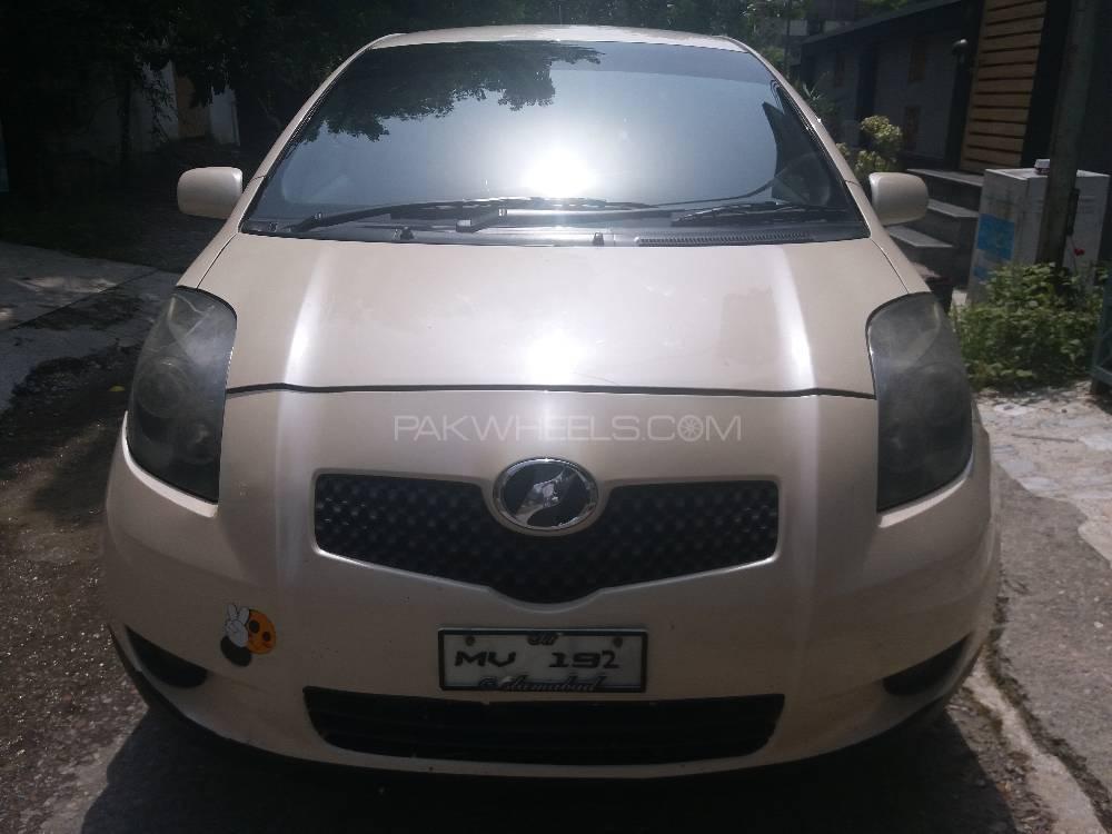 Toyota Vitz F 1.3 2005 Image-1