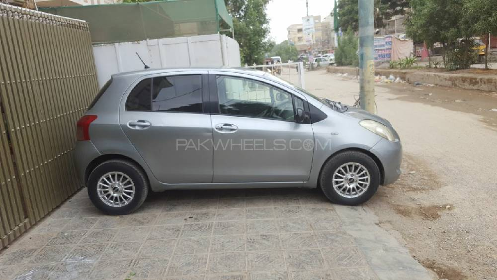 Toyota Vitz F Smart Stop Package 1.3 2012 Image-1