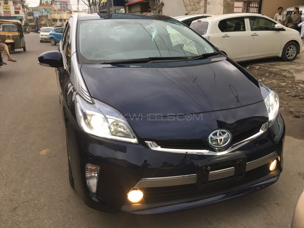 Toyota Prius PHV (Plug In Hybrid) 2014 Image-1