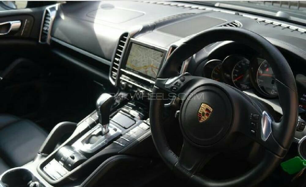 Porsche Cayenne Hybrid 2012 Image-1