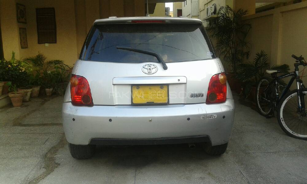 Toyota IST 1.3 A 2003 Image-1