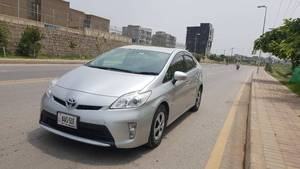 Slide_toyota-prius-g-led-edition-1-8-2012-17830747